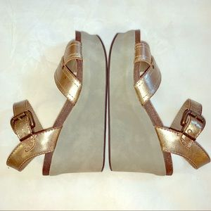 "NWT OTBT Gold Wedge Sandal-3"" Heel/1.5"" Platform"